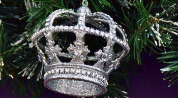 crown-christmas-tree-ornament